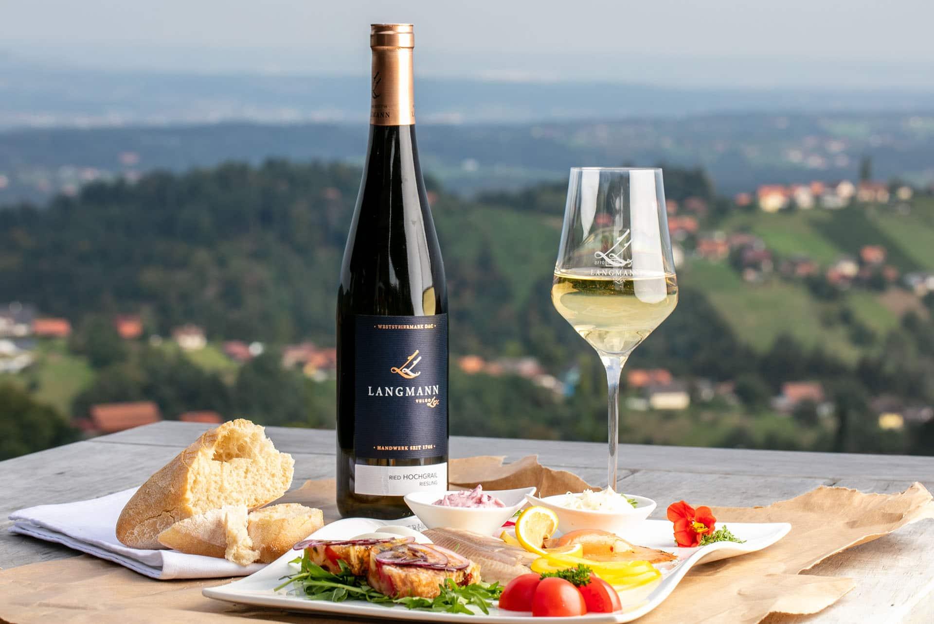 Wein Ried Hochgrail Riesling - Weingut Langmann - Wein und Sekt - Terrasse mit Ausblick